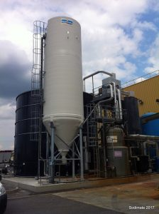 Hydrated lime silo discharge, feed, and handling equipment